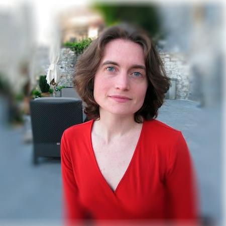 Laura HydakCEO USA y Jefa Traducción